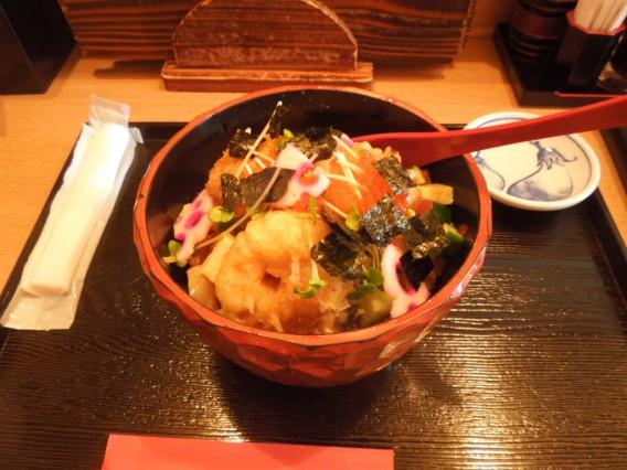 <どんと屋の海鮮丼>